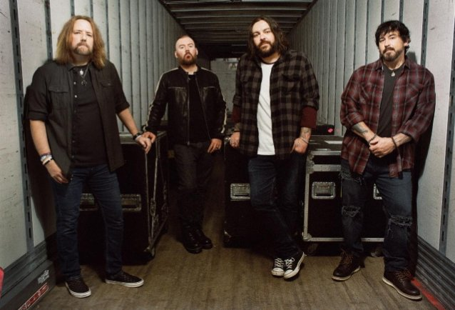 seether-shares-acoustic-version-of-'bruised-and-bloodied'