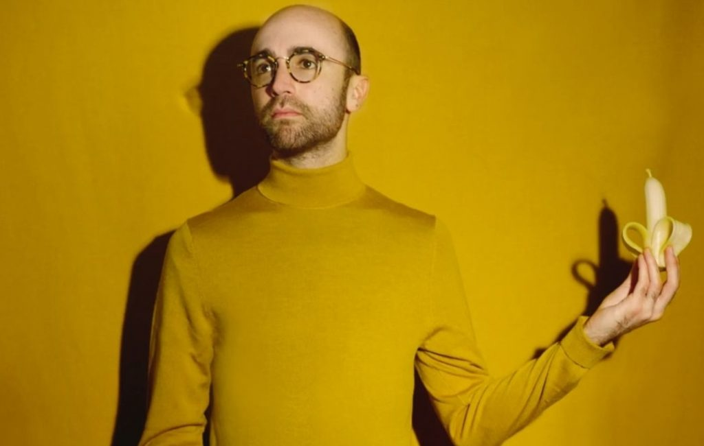 former-yuck-frontman-max-bloom-goes-solo,-announces-new-album