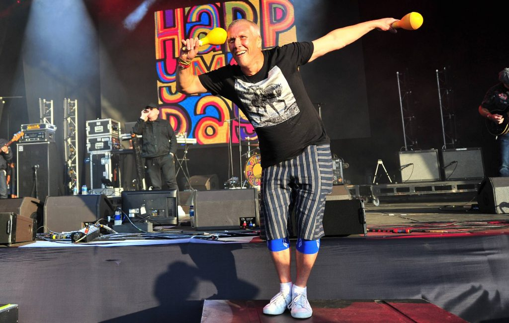 happy-mondays'-bez-to-wing-walk-on-plane-for-music-mental-health-charity