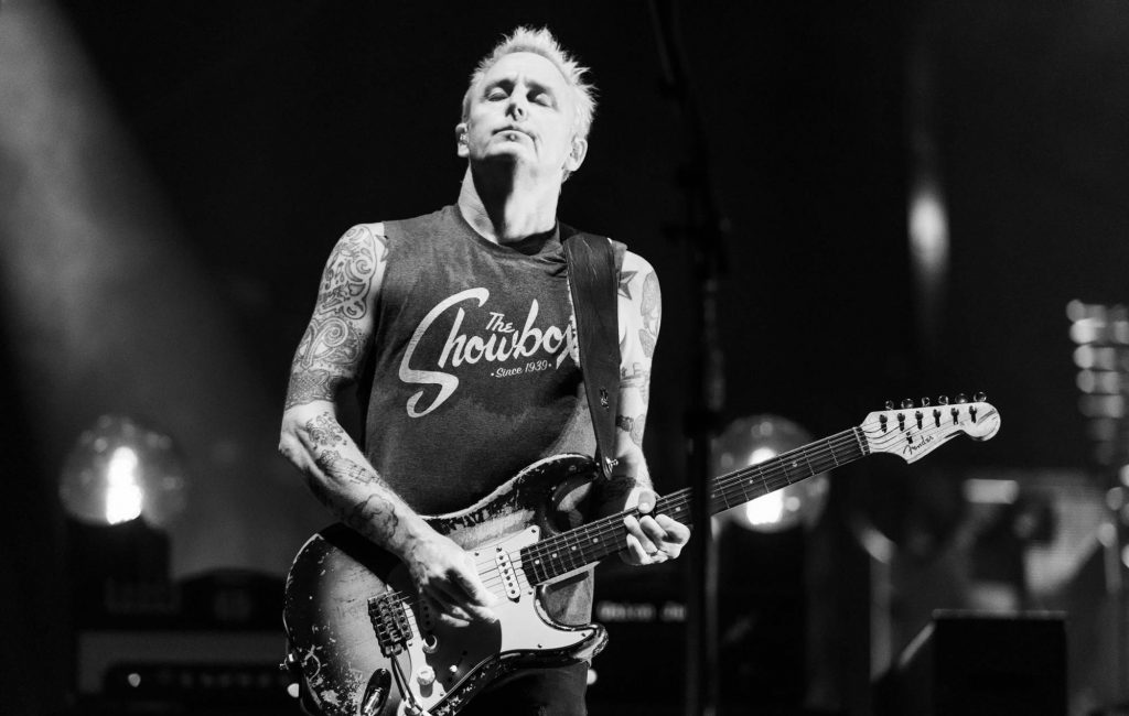 pearl-jam's-mike-mccready-teams-with-fender-to-release-limited-edition-guitar