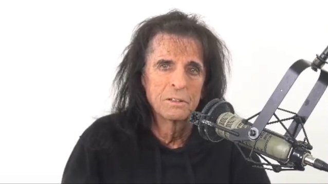 alice-cooper-'got-the-chills-for-about-two-hours'-after-receiving-second-covid-19-vaccine